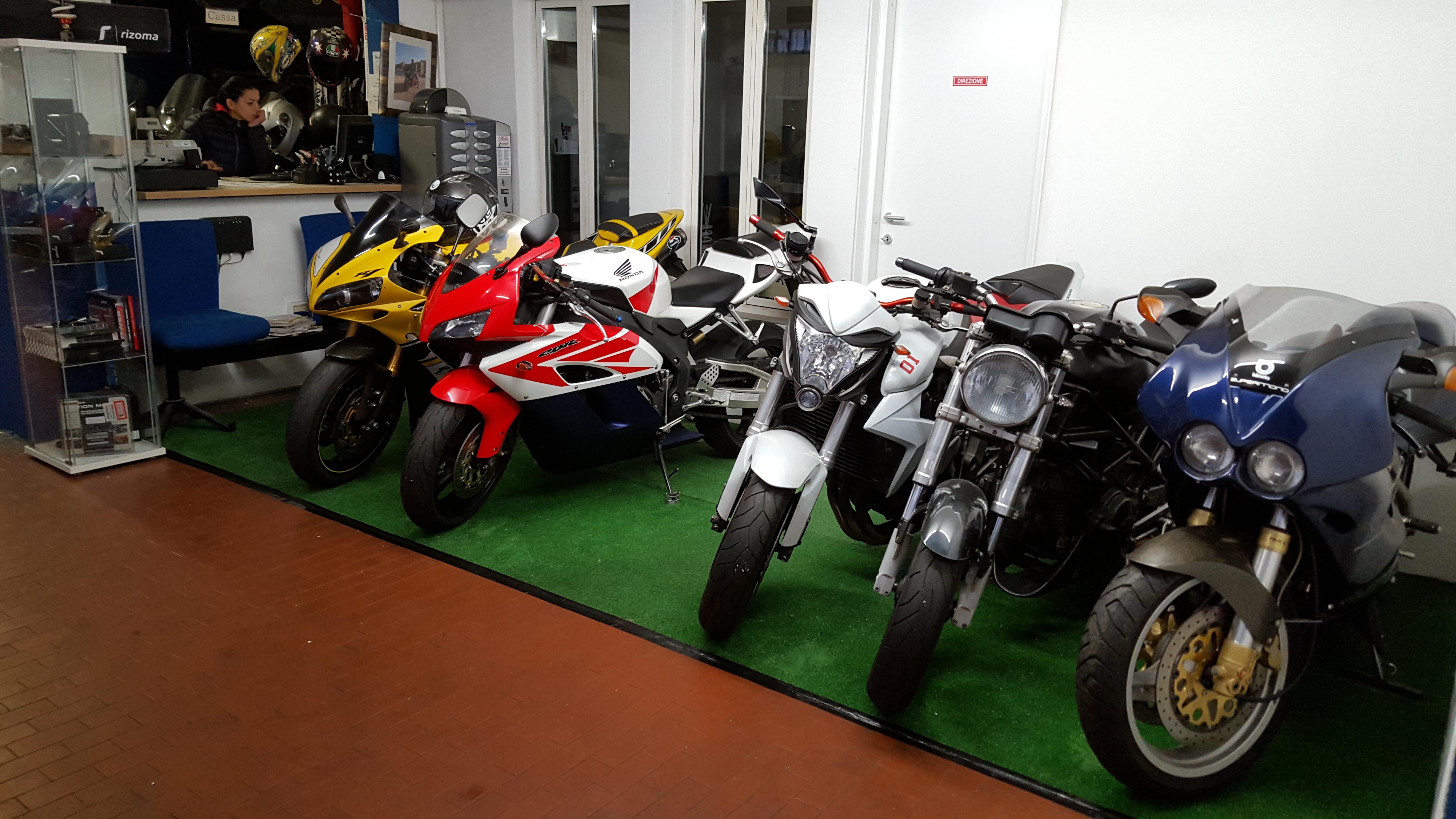Demolizione moto e scooter Bologna